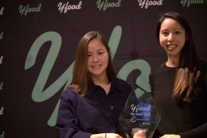 CSA Booster flagship manager and Climate-KIC Deputy Director (Sustainable Land Use), Pan Pan, hands ProvenanceHQ's founder Jessi Baker the YFood Tech Impact Award 2017 at a ceremony in London's City Hall.